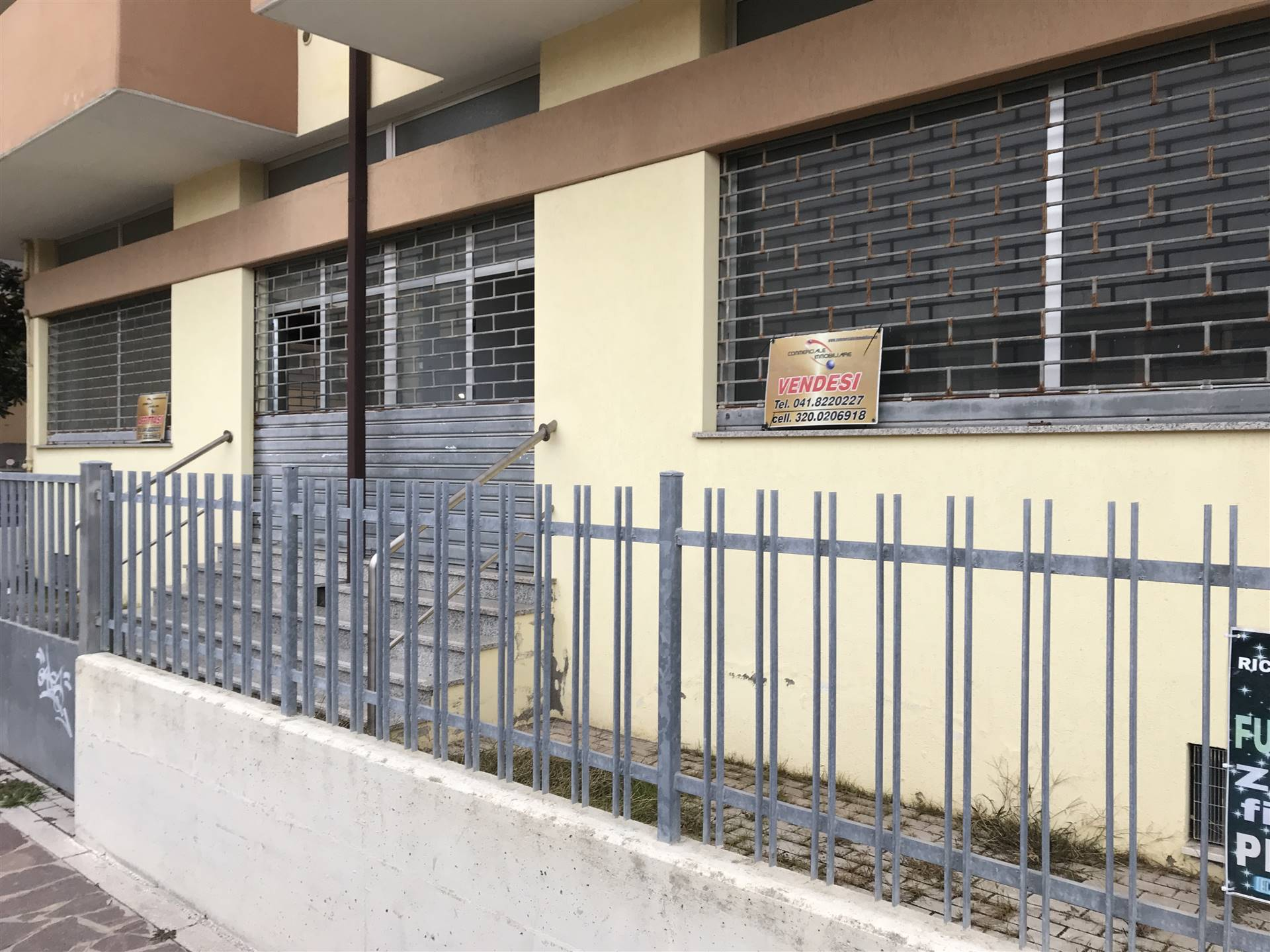 SOTTOMARINA, CHIOGGIA, Shop for sale of 160 Sq. mt., Good condition, Heating Non-existent, Energetic class: G, placed at Raised on 4, composed by: 2