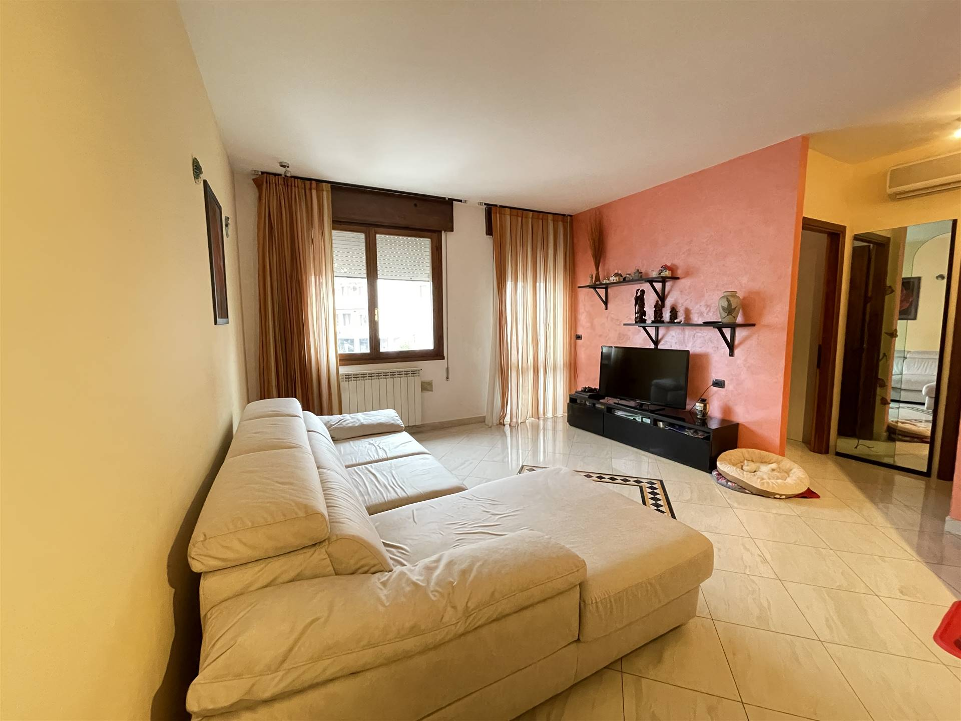 SOTTOMARINA, CHIOGGIA, Apartment for sale of 60 Sq. mt., Good condition, Heating Individual heating system, Energetic class: G, placed at 1° on 5,