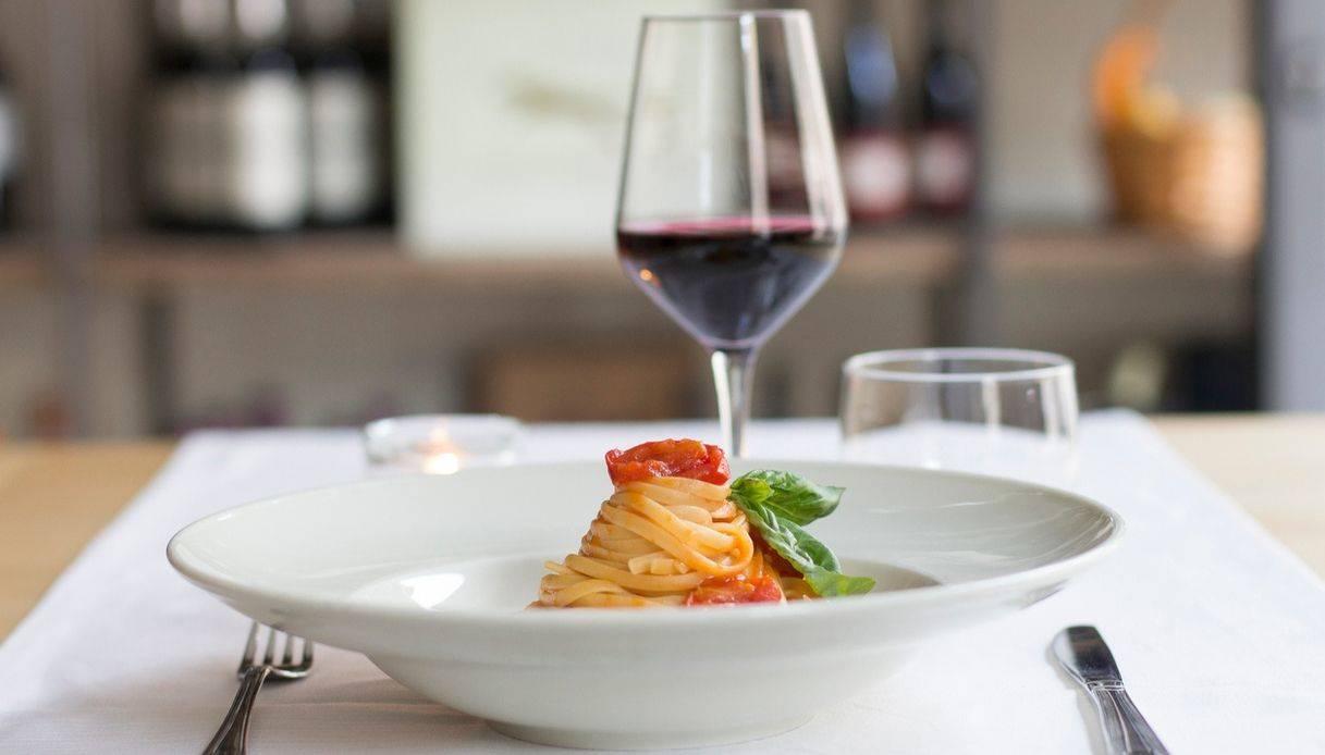 Rif. 3060 CHIOGGIA - Cedesi attività di Ristorante Bar, a Chioggia in una posizione strategica visibile dalla strada principale su zona di ampio