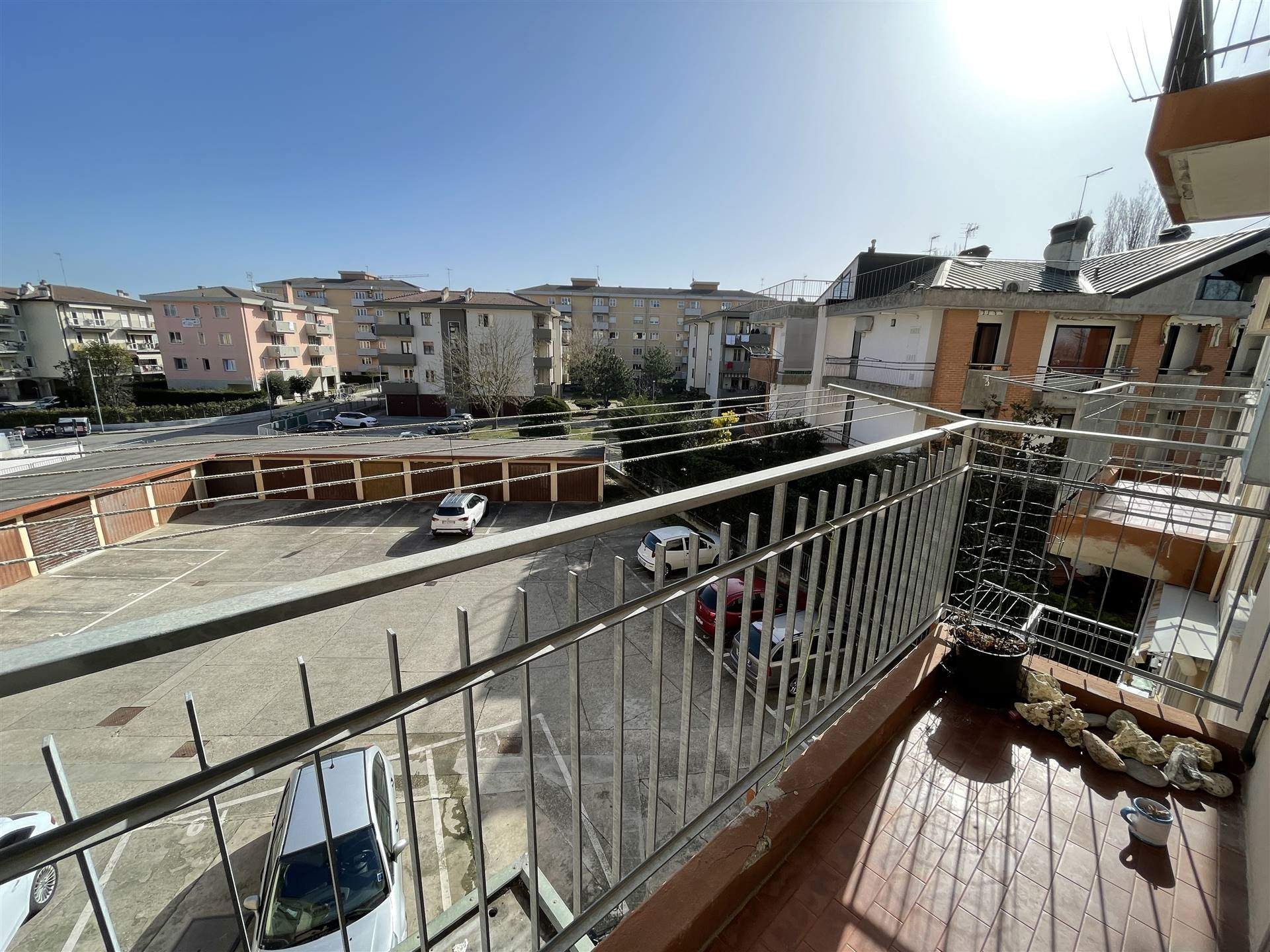 BORGO SAN GIOVANNI, CHIOGGIA, Apartment for sale of 90 Sq. mt., Heating Centralized, Energetic class: G, placed at 2° on 3, composed by: 4 Rooms,