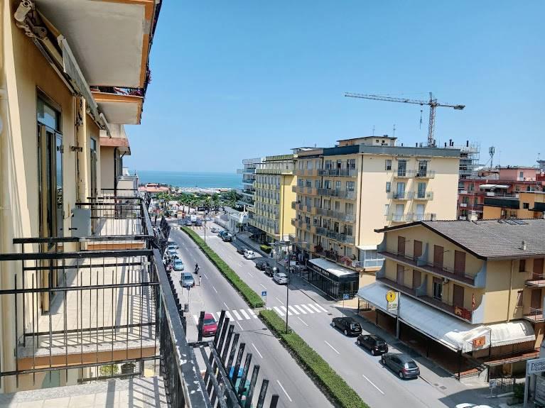 RIF. 3151 SOTTOMARINA - Sottomarina viale Mediterraneo a due passi dal mare, appartamento al quinto piano di 90 mq molto luminoso (esposto a