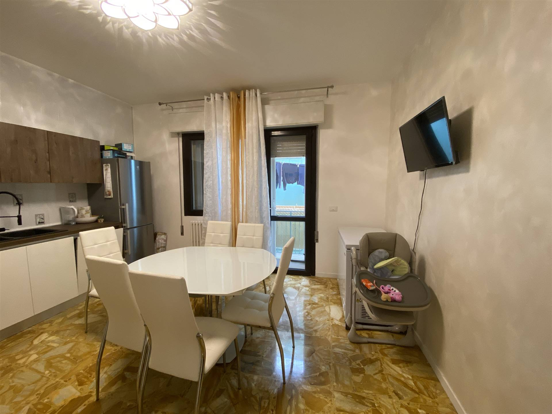 SOTTOMARINA, CHIOGGIA, Apartment for sale, Restored, Heating Individual heating system, Energetic class: G, placed at 3°, composed by: 4 Rooms,
