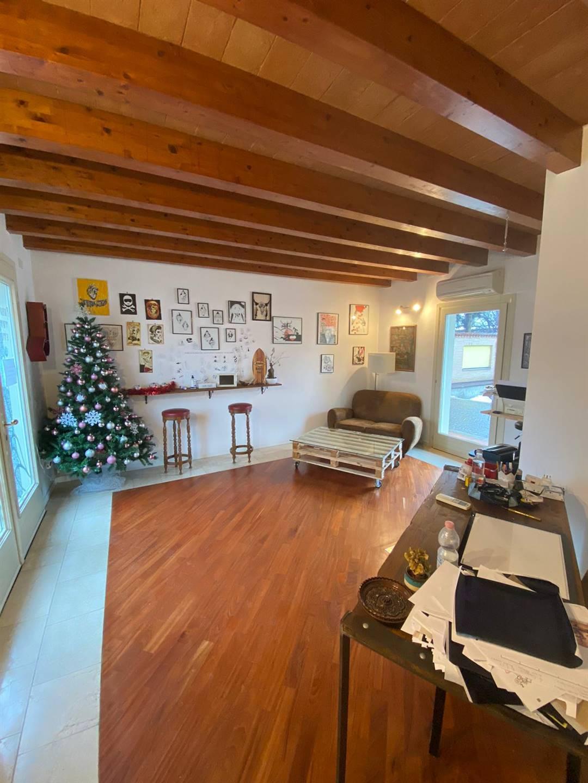 Negozio / Locale in affitto a Crema, 2 locali, zona Località: ADIACENZE PIAZZA GARIBALDI, prezzo € 750   PortaleAgenzieImmobiliari.it