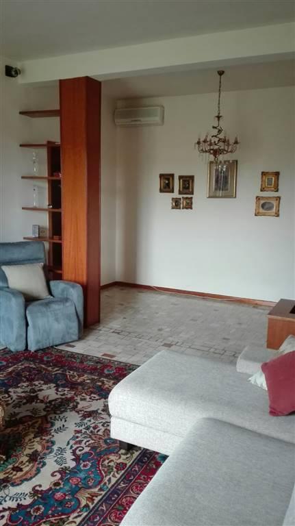 Appartamento in affitto a Crema, 5 locali, zona Località: CREMA NUOVA, prezzo € 600 | CambioCasa.it