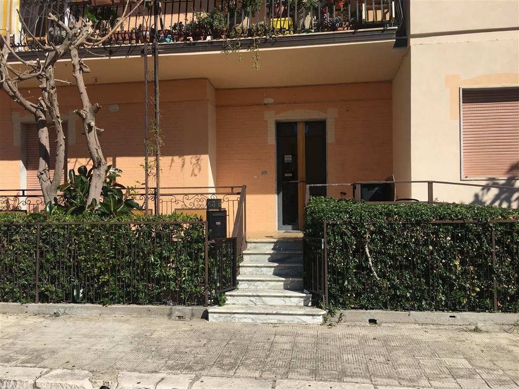 Ufficio / Studio in affitto a Policoro, 6 locali, prezzo € 950 | CambioCasa.it