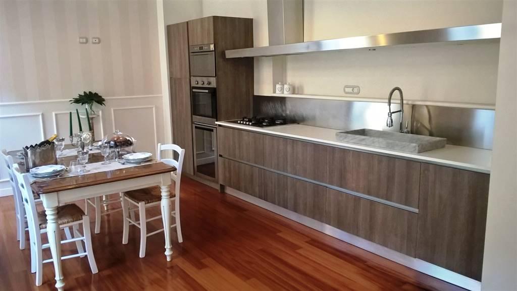 Appartamento in Piazza Portanova, Centro, Salerno