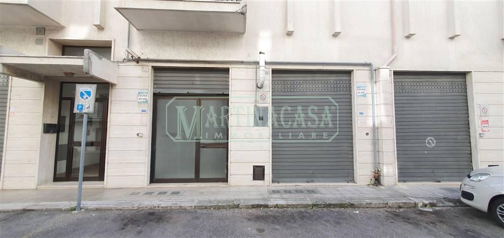 Negozio / Locale in affitto a Martina Franca, 2 locali, zona Località: SAN FRANCESCO, prezzo € 500 | CambioCasa.it