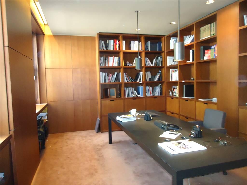 BRERA, MILANO, Ufficio in affitto di 750 Mq, Buone condizioni, Riscaldamento Centralizzato, Classe energetica: G, Epi: 73 kwh/m3 anno, posto al piano
