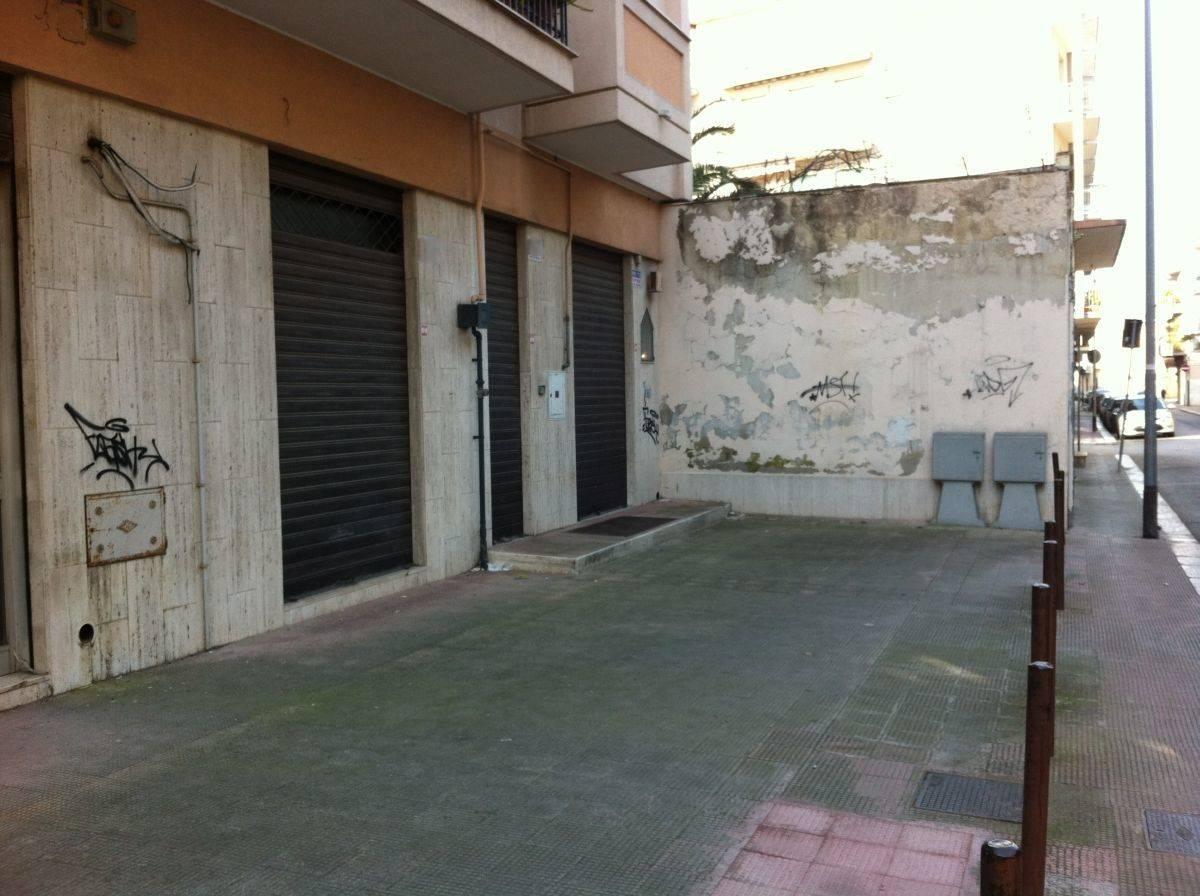 Immobile Commerciale in vendita a Andria, 1 locali, zona Località: SEMICENTRO, prezzo € 150.000 | PortaleAgenzieImmobiliari.it