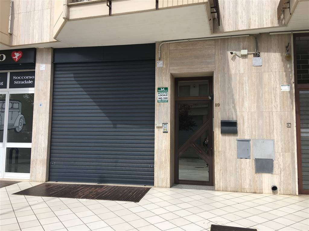 Locale commerciale in Via Fleming 91, Andria