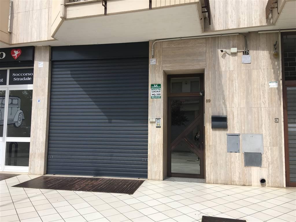 Immobile Commerciale in affitto a Andria, 1 locali, zona Località: SEMICENTRO, prezzo € 1.100   CambioCasa.it