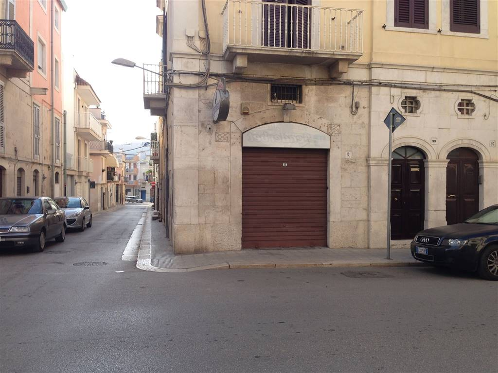 Locale commerciale in Via Poli 101, Andria