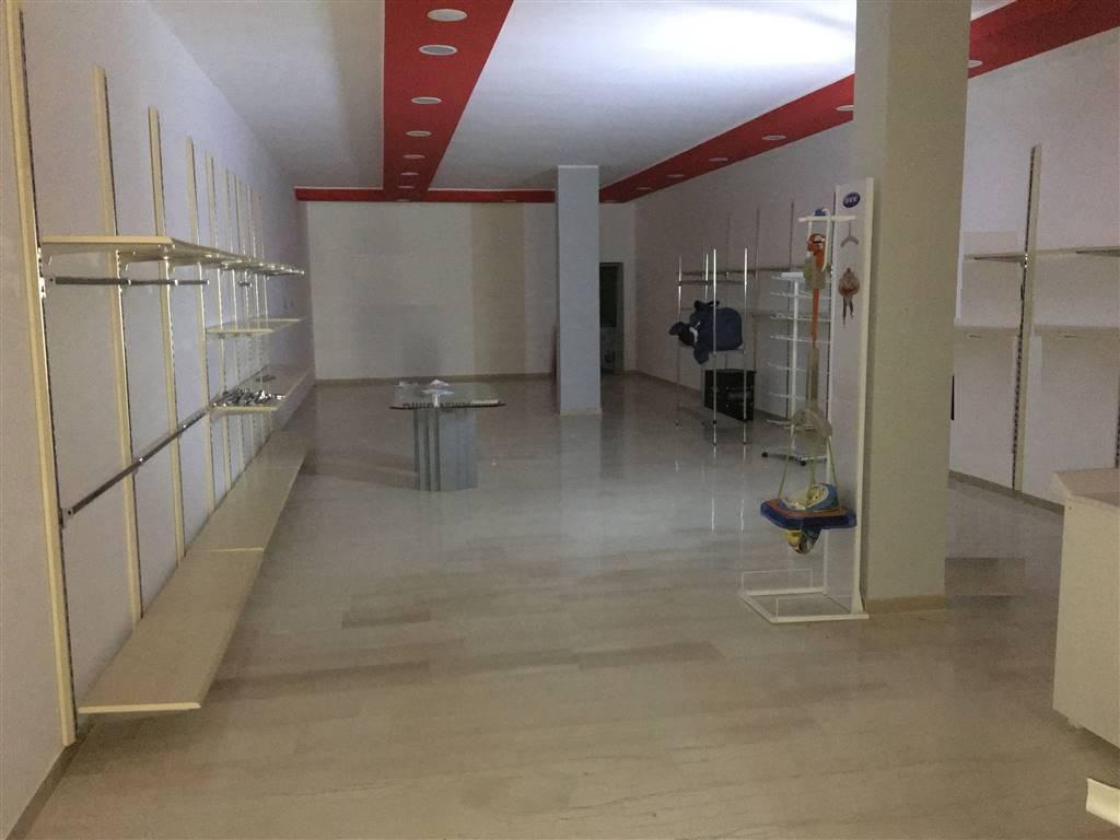 Locale commerciale in Via Madrid 19, Andria