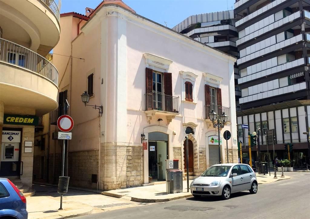 Locali commerciali barletta andria trani in vendita e in for Appartamenti arredati in affitto barletta