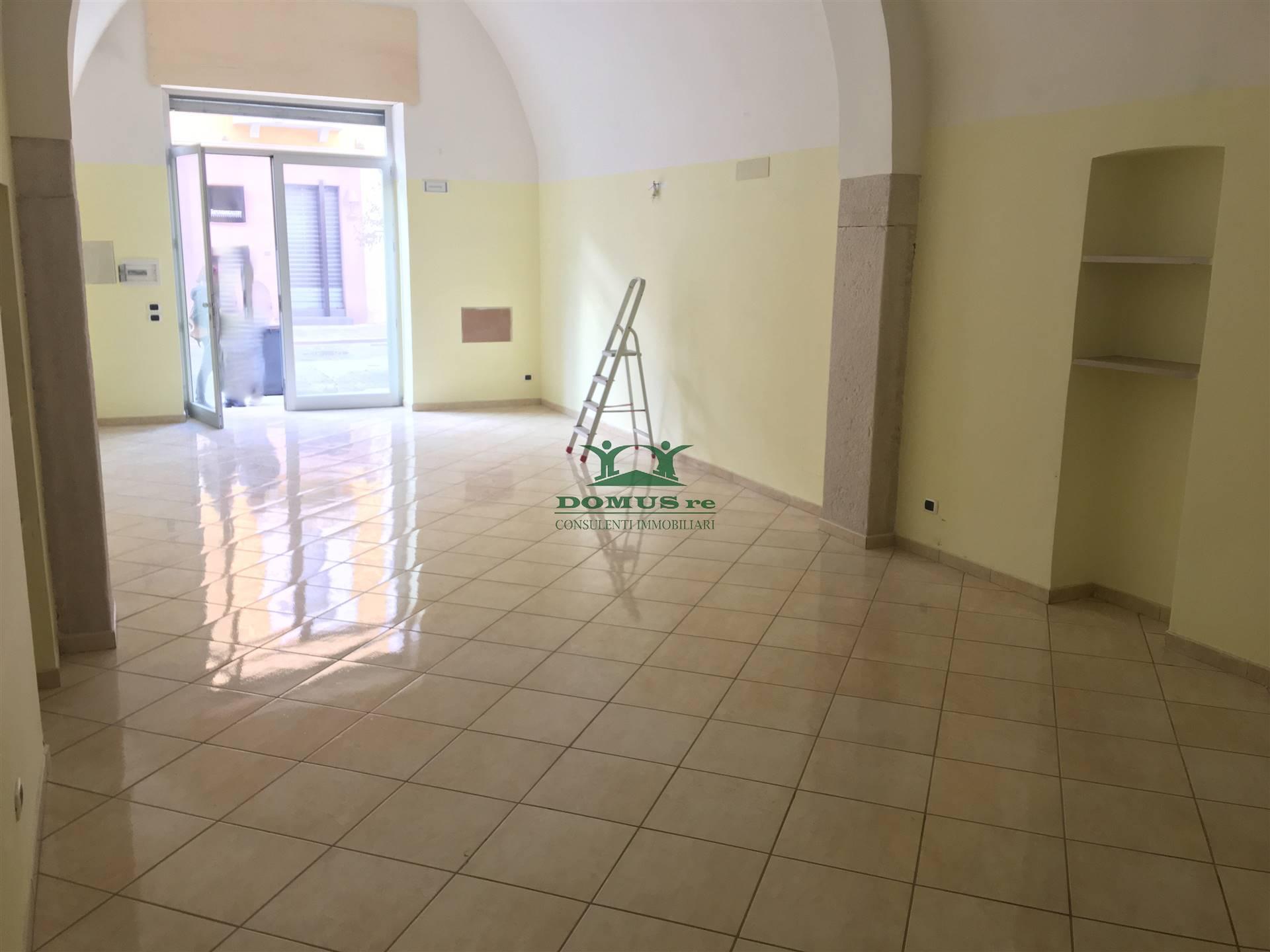Immobile Commerciale in affitto a Andria, 2 locali, zona Località: SEMICENTRO, prezzo € 600 | CambioCasa.it