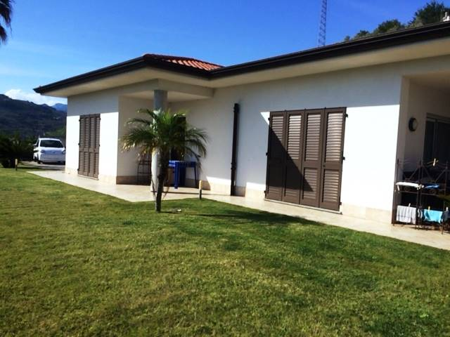CAMPOROSSO, Villa for sale of 290 Sq. mt., Almost new, Heating Individual heating system, Energetic class: E, composed by: 10 Rooms, Separate kitchen,