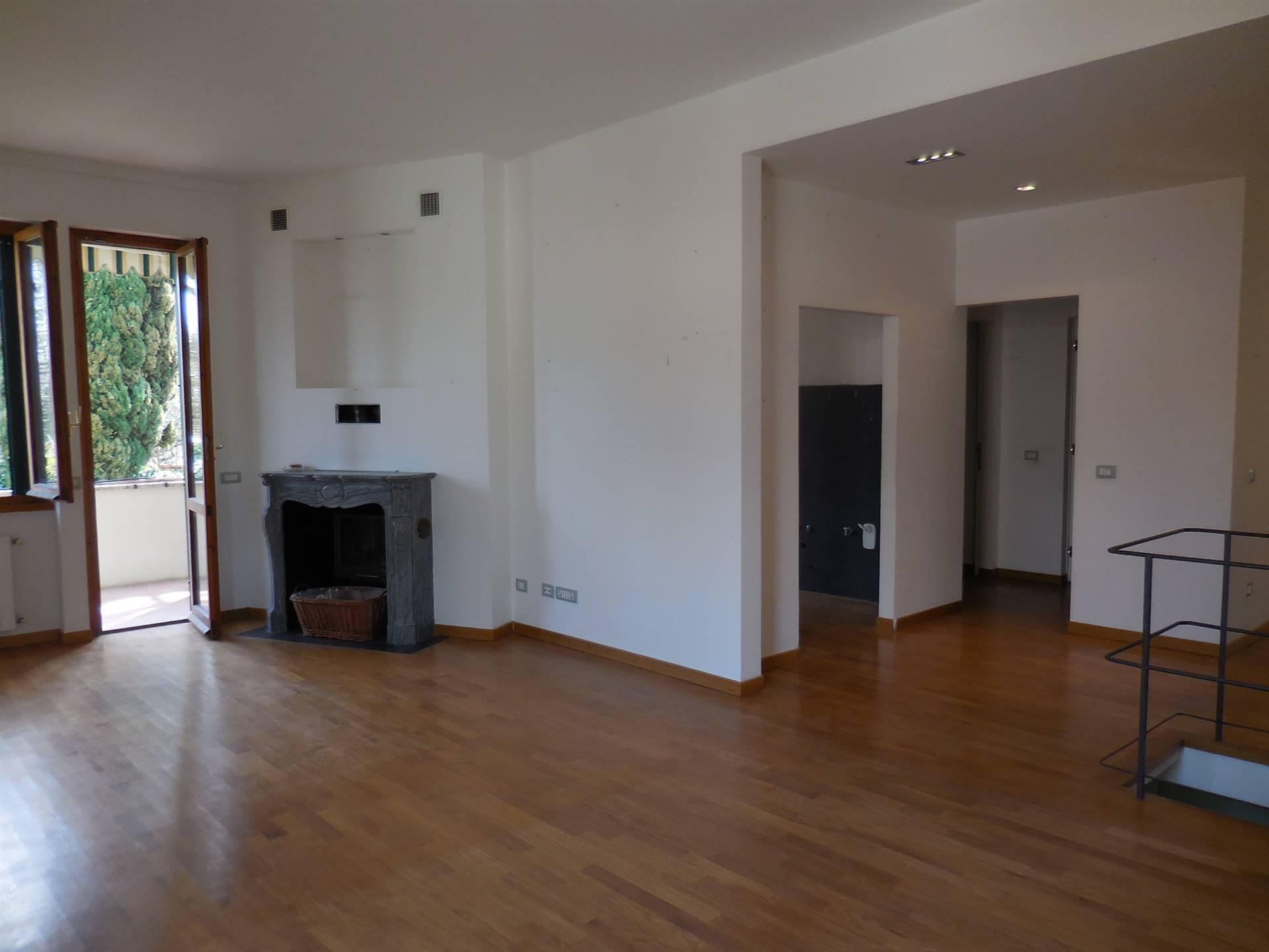 Appartamento in vendita a Fiesole, 6 locali, zona Località: MONTEBENI, prezzo € 600.000 | PortaleAgenzieImmobiliari.it