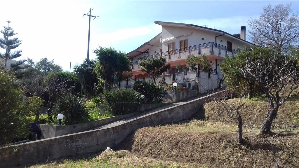Villa in vendita a Torrenova, 7 locali, prezzo € 260.000 | CambioCasa.it