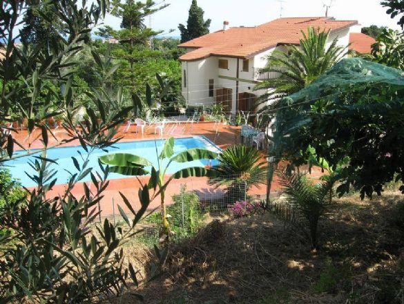 Villa in vendita a Torrenova, 12 locali, zona Località: TORRENOVA, prezzo € 1 | CambioCasa.it