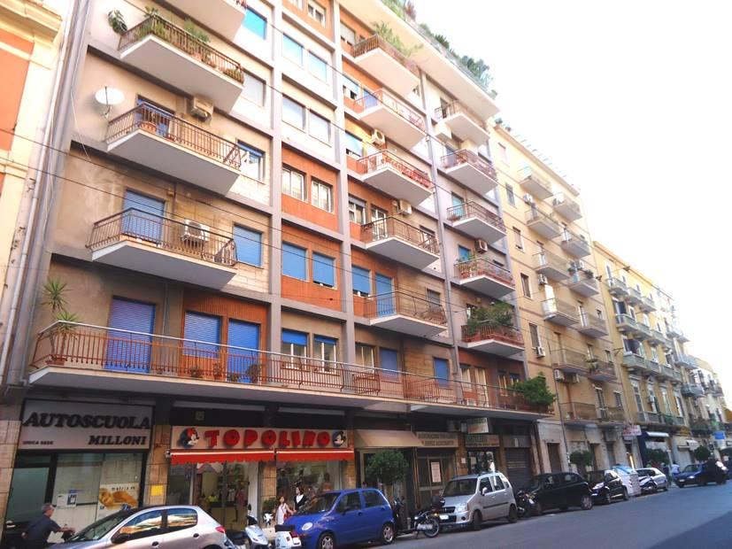 Negozio in Via Fracesco Crispi 37, Libertà, Bari