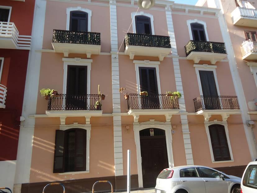 Trilocale in Via Tanzi  28, Madonnella, Bari