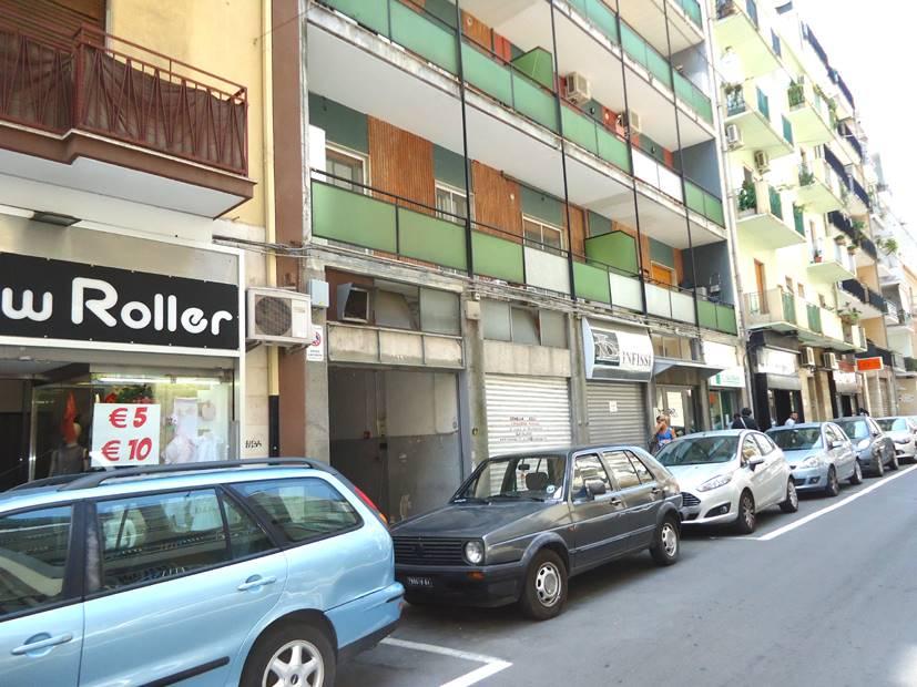 Negozio in Via Pasubio  72, Carrassi, Bari