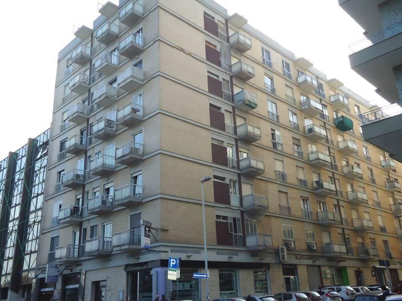 Ufficio in Piazza Gramsci  25, Madonnella, Bari