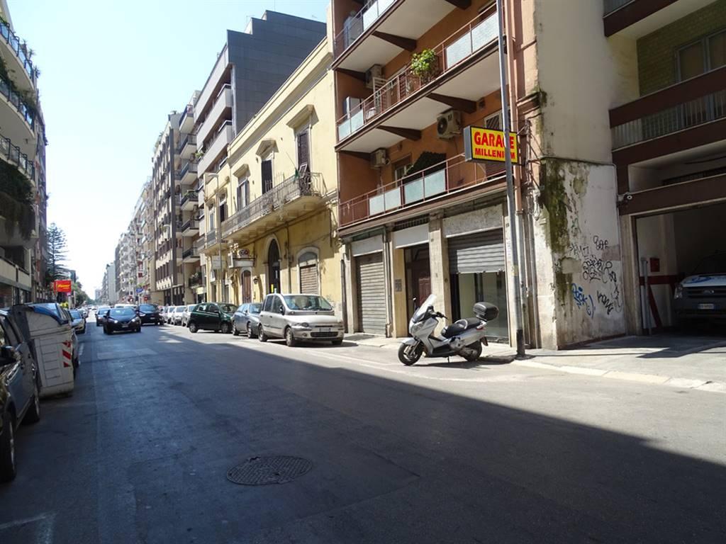 Negozio in Via Amendola  19 a, Bari