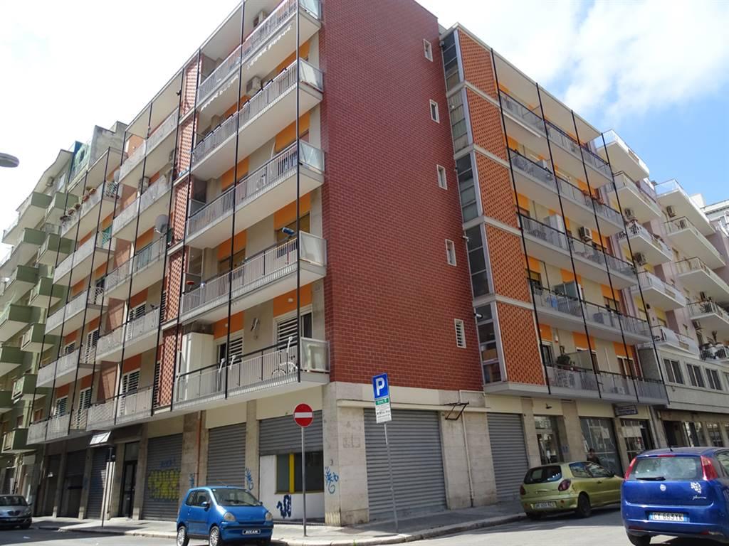 Negozio in Via Mameli  Angolo Filzi 8, Madonnella, Bari