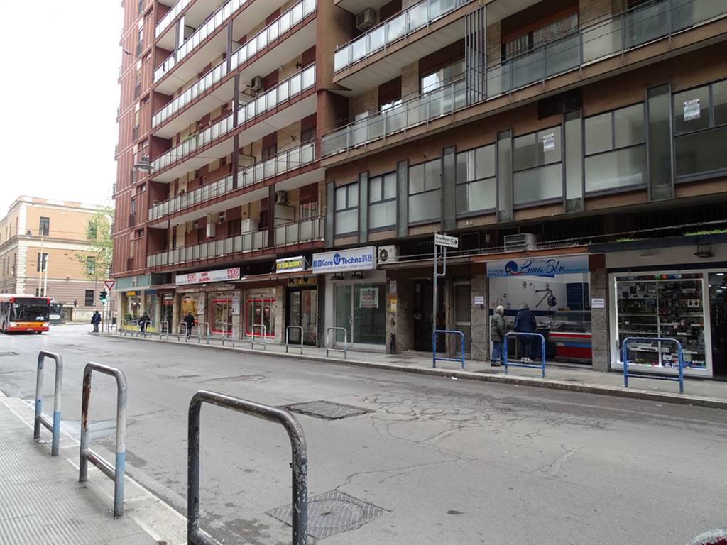 Negozio in Via Carulli 25, Murat, Bari