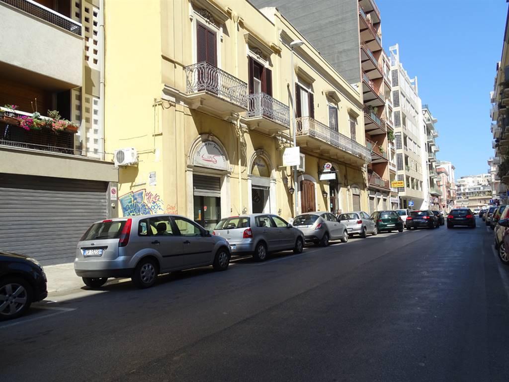 Negozio in Via Amendola 33, Bari