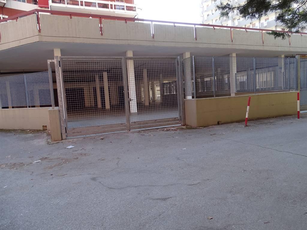 Negozio in Viale De Laurentis 29, Poggiofranco, Bari