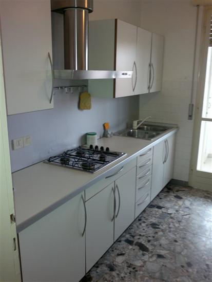Appartamento in affitto a Udine, 7 locali, zona Zona: Semicentro, prezzo € 500 | CambioCasa.it