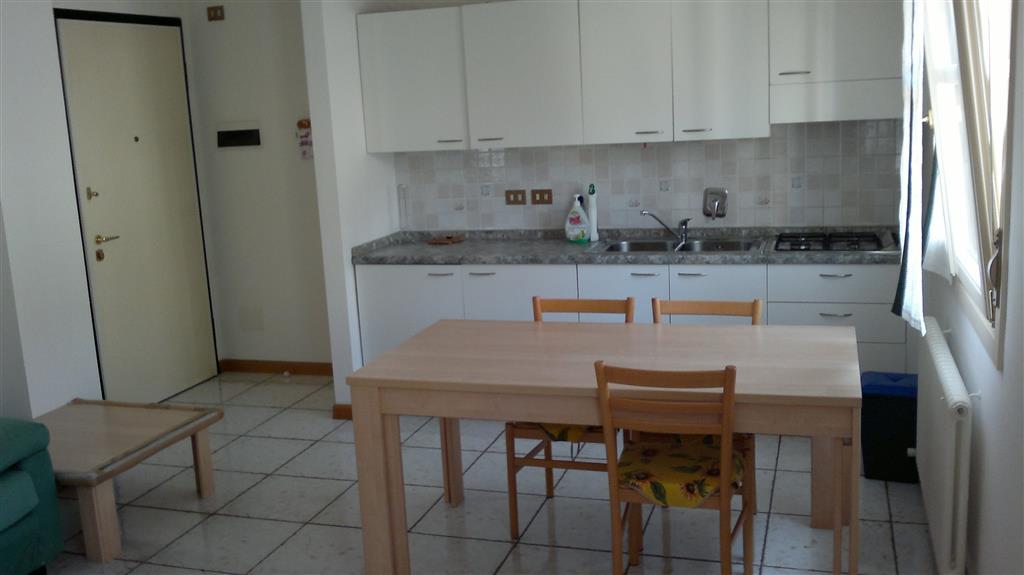 Appartamento in affitto a Udine, 3 locali, zona Zona: Centro storico, prezzo € 450 | CambioCasa.it