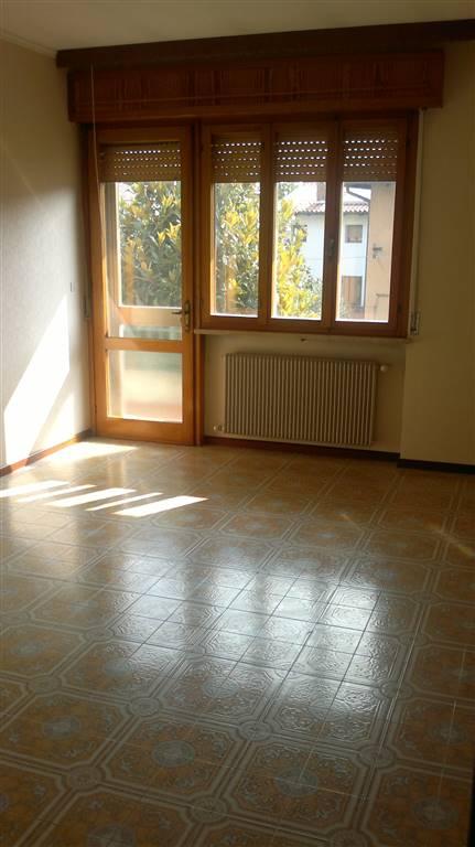 Appartamento in affitto a Udine, 6 locali, zona Zona: Periferia, prezzo € 500   CambioCasa.it