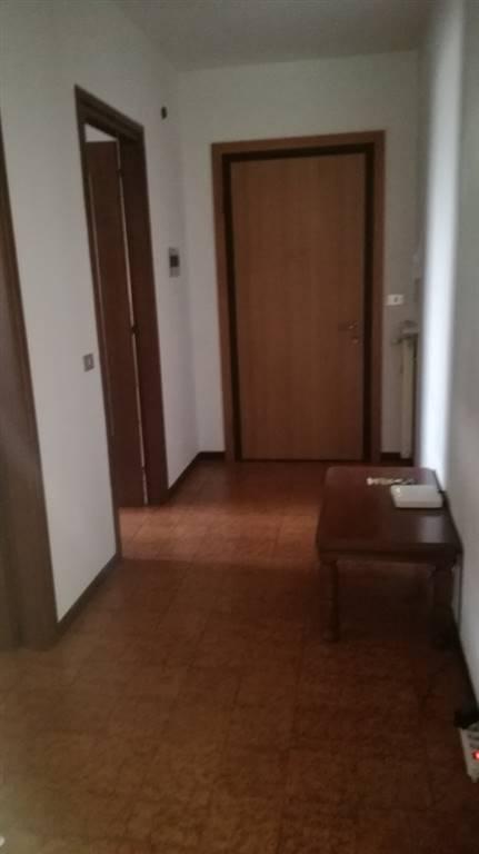 Appartamento in affitto a Udine, 4 locali, zona Zona: Semicentro, prezzo € 450   CambioCasa.it