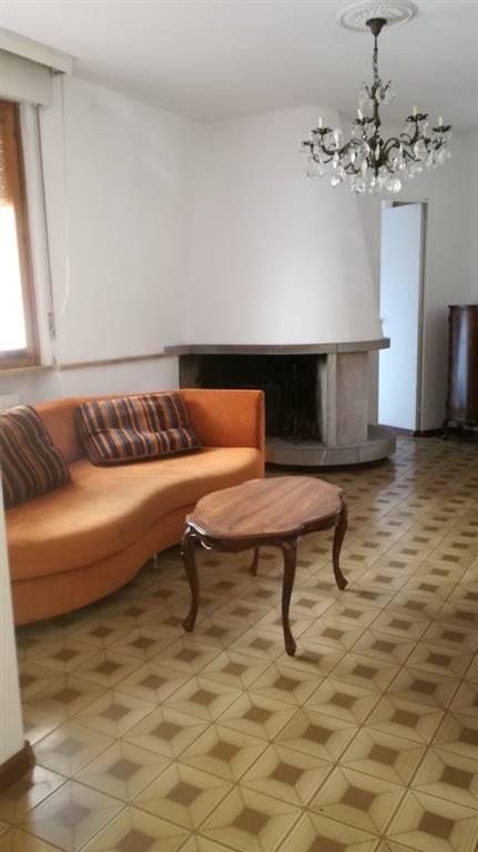Appartamento in affitto a Udine, 6 locali, zona Zona: Semicentro, prezzo € 600 | CambioCasa.it
