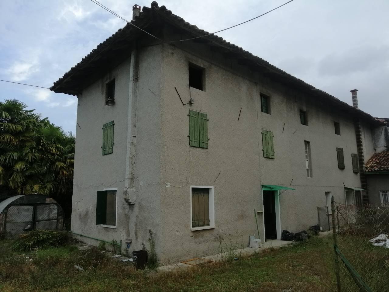 Rustico / Casale in vendita a Pozzuolo del Friuli, 10 locali, zona Zona: Terenzano, prezzo € 50.000 | CambioCasa.it