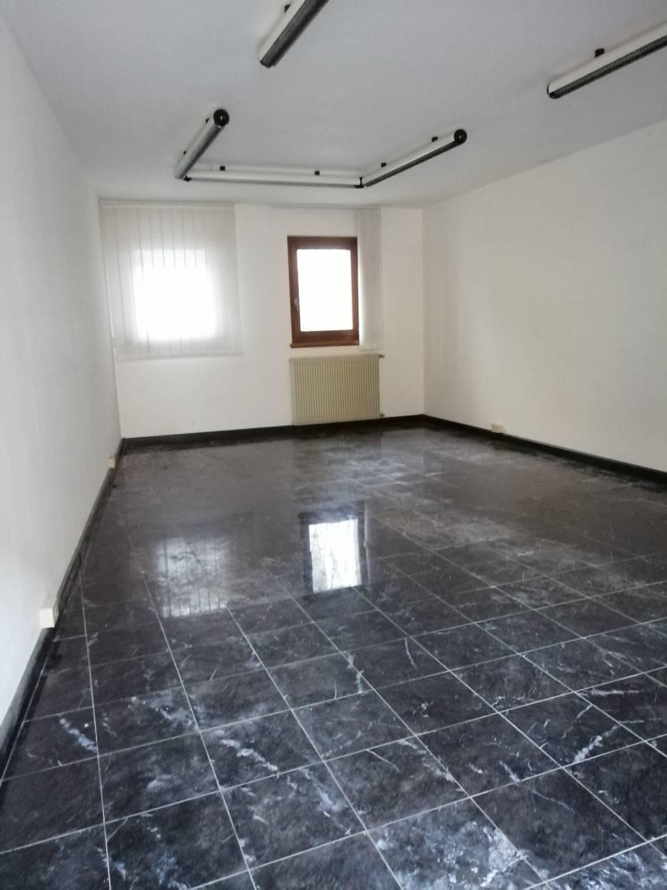 Ufficio / Studio in affitto a Udine, 2 locali, zona Zona: Centro storico, prezzo € 500 | CambioCasa.it