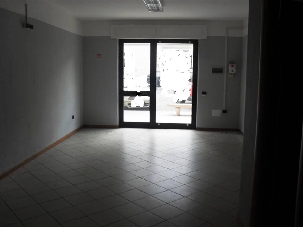 Immobile Commerciale in affitto a Cecina, 1 locali, zona Località: CENTRO, prezzo € 650 | CambioCasa.it