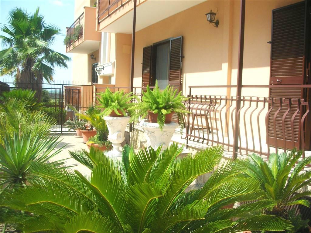 Quadrilocale in Via Molise 6, Canosa Di Puglia