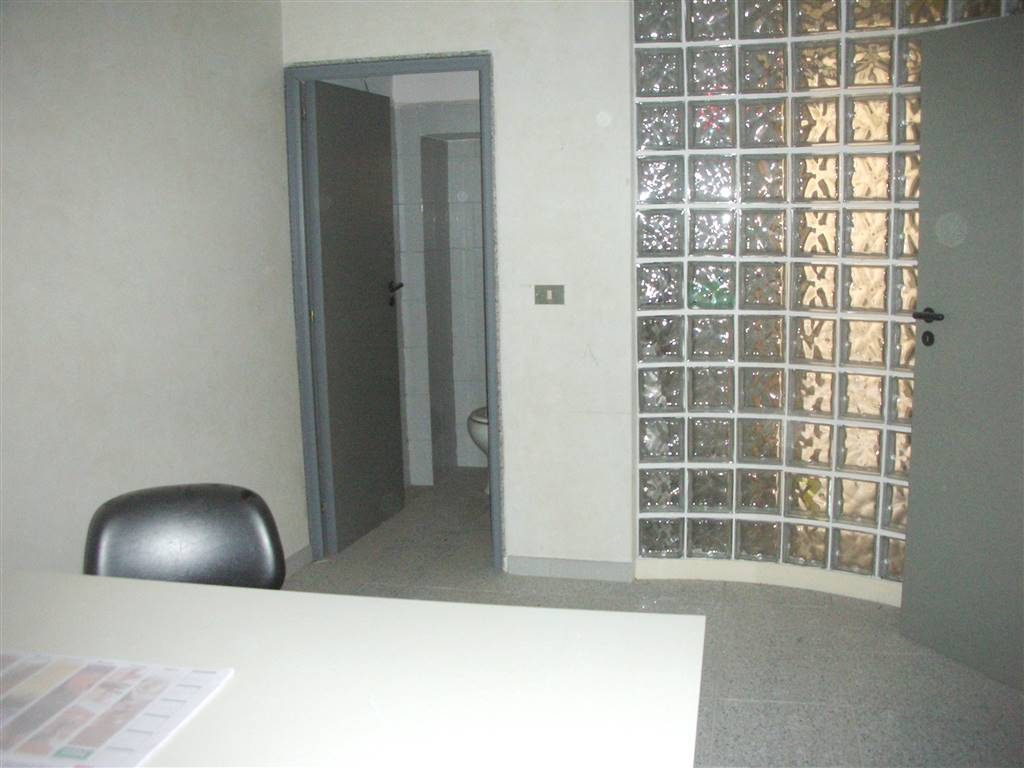 Ufficio / Studio in affitto a Canosa di Puglia, 2 locali, prezzo € 300 | CambioCasa.it