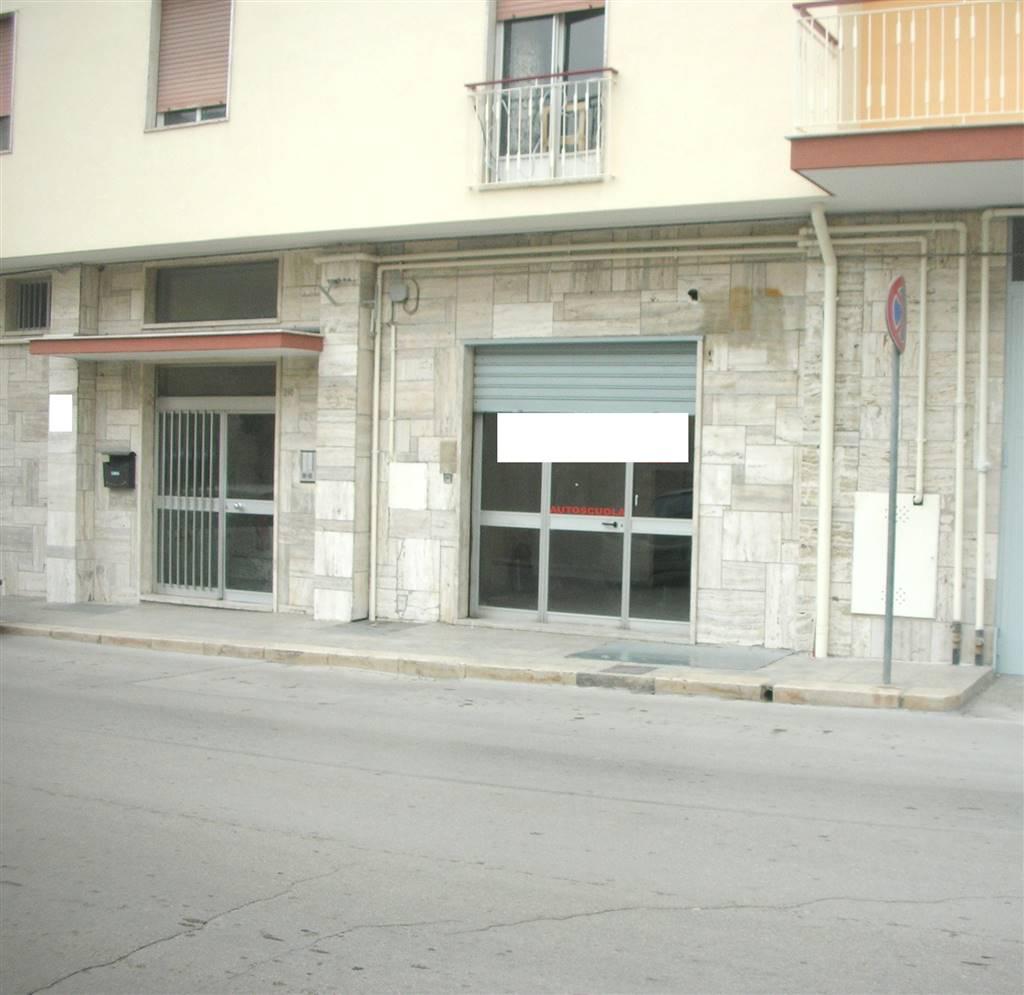 Locale commerciale in Via Balilla 208, Canosa Di Puglia