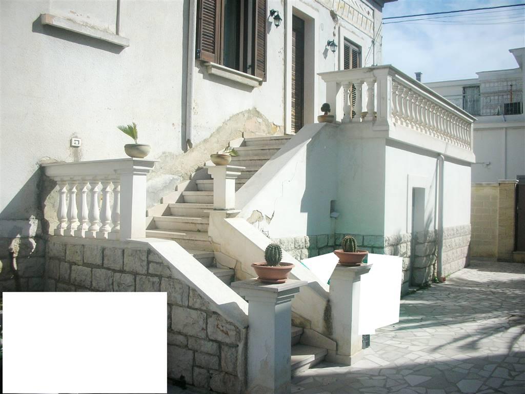 Casa singola in Via Balilla  15, Canosa Di Puglia