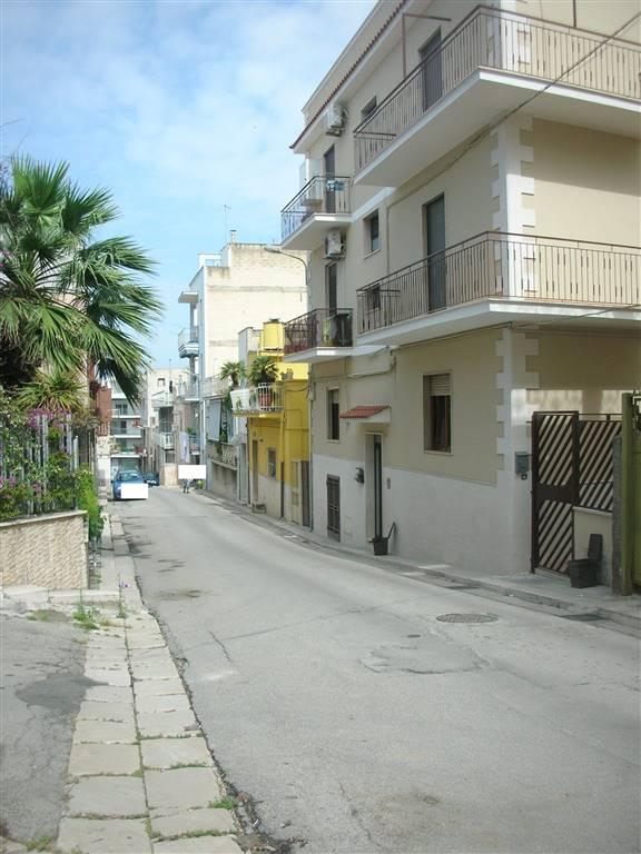 Appartamento in vendita a Canosa di Puglia, 4 locali, prezzo € 70.000   PortaleAgenzieImmobiliari.it