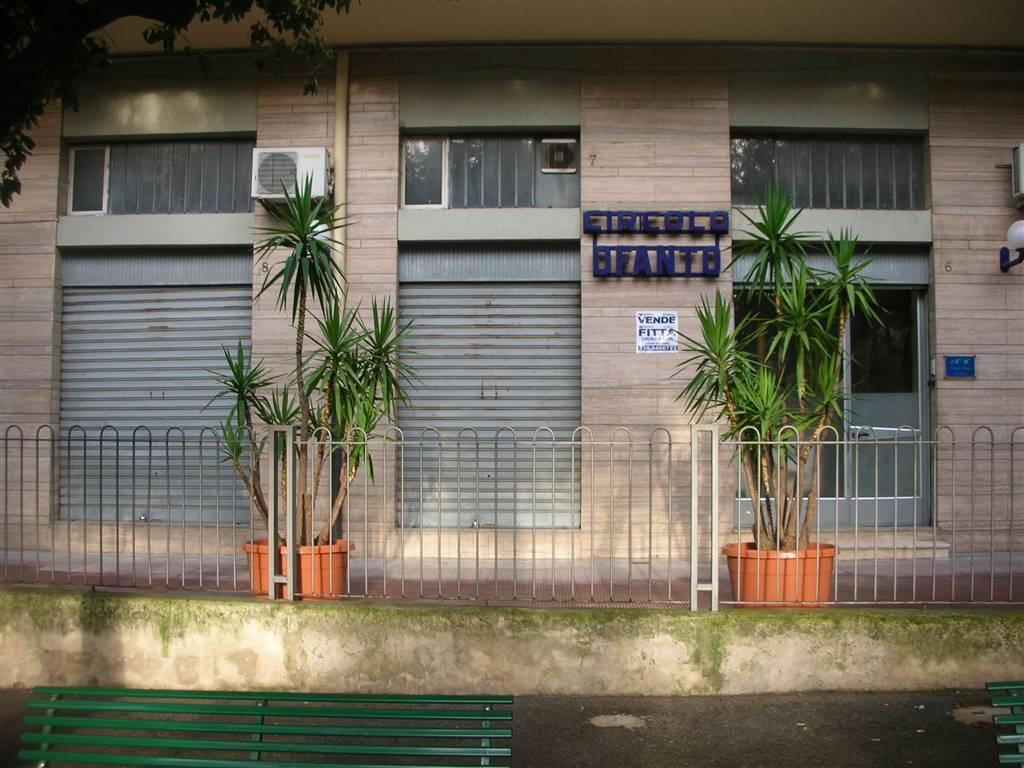 Immobile Commerciale in affitto a Canosa di Puglia, 1 locali, prezzo € 1.500   CambioCasa.it
