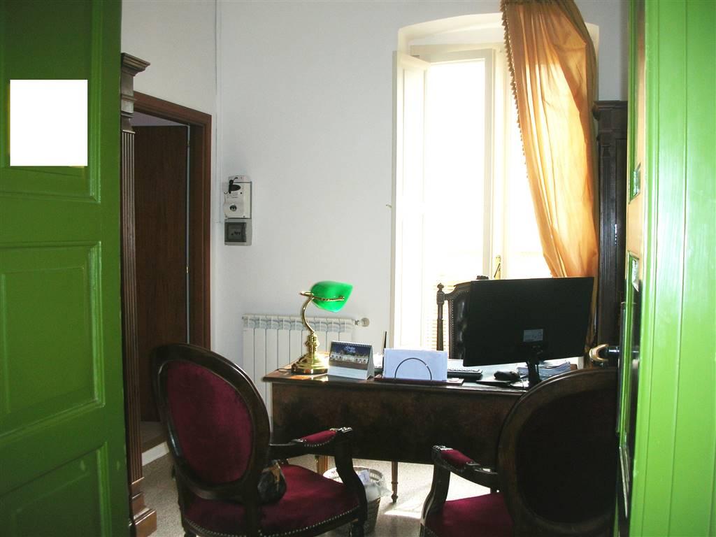 Ufficio / Studio in vendita a Canosa di Puglia, 3 locali, prezzo € 84.000 | CambioCasa.it