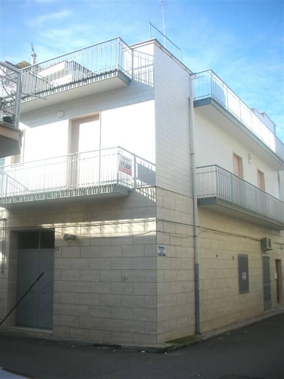 Casa singola in Via Pimentel  14 - 16, Canosa Di Puglia