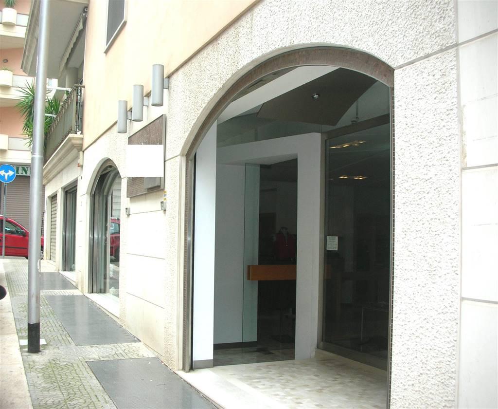 Locale commerciale in Via Amore 6-8-10, Canosa Di Puglia