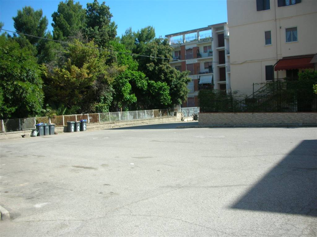 PIAZZALE LATERALE